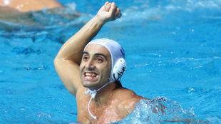 Manel Estiarte celebra un triunfo en el Juegos de Sidney.