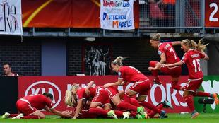 La selección danesa celebra un gol durante la Eurocopa de Países...