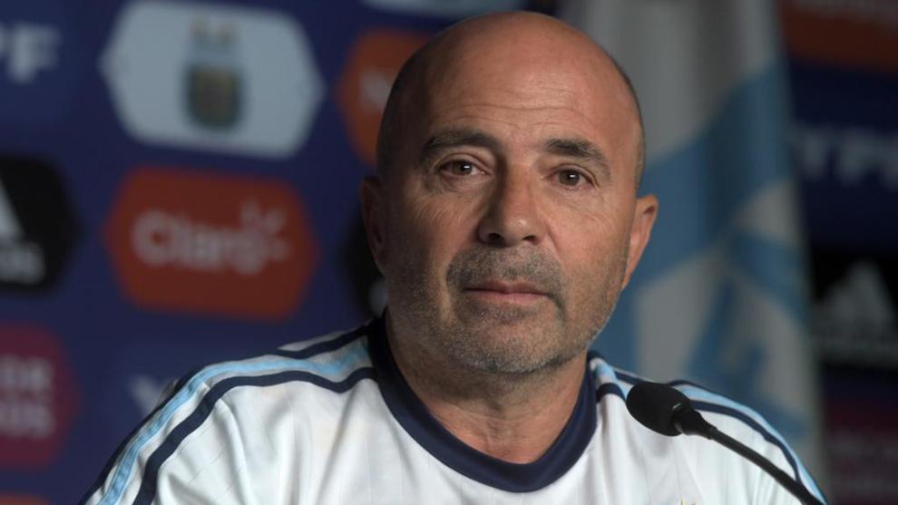 Jorge Sampaoli (57), durante la rueda de prensa en la que entregó la...