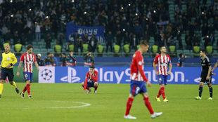 Los jugadores del Atlético tras empatar en Bakú.