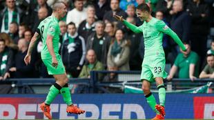Los futbolistas del Celtic celebran un gol.
