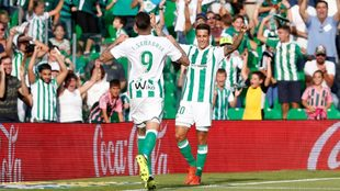 Sanabria, celebrando un gol con Tello
