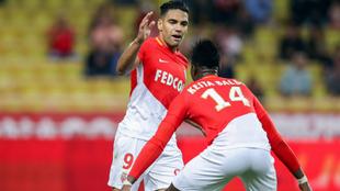 Falcao y Keita Baldé celebran el tanto del colombiano
