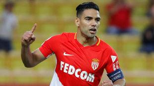 Falcao celebra su gol al Caen.