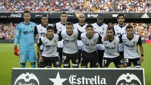 Once titular del Valencia formado antes del partido.