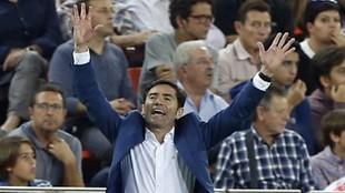 Marcelino gesticula durante el partido contra el Sevilla.