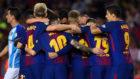 Los jugadores el Barça, ante el Málaga