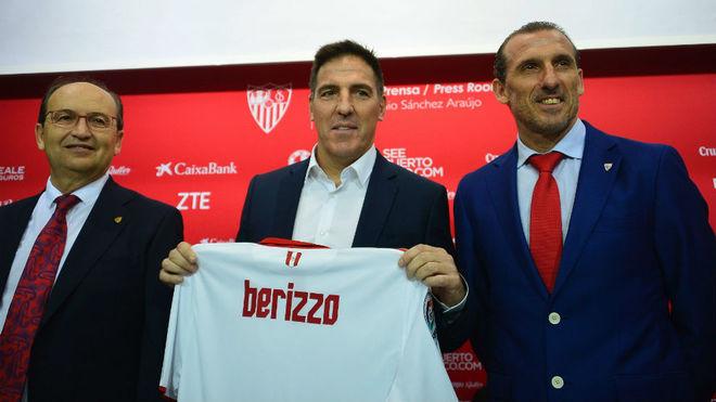 Castro y Arias, junto a Berizzo en su presentación.