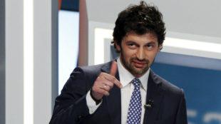 Kaladze durante un debate