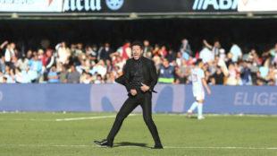 Simeone celebra la victoria del Atlético en Balaídos.