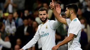 Asensio celebra con Nacho su gol ante el Eibar