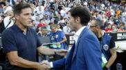 Marcelino y Berizzo se saludan antes del Valencia-Sevilla en Mestalla.