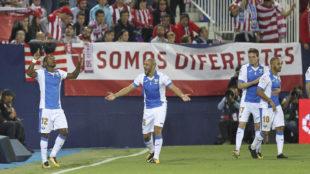 Claudio Beauvue (29) celebra tras marcar el gol de la victoria (1-0)...
