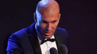 Zidane al micrófono.