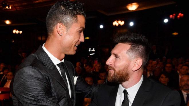 Cristiano y Messi se saludan antes de la Gala.