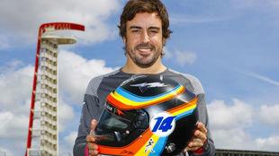 Alonso, en Austin con el diseño del casco que usó en la Indy 500 y...