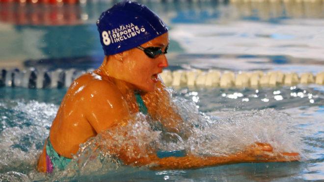Mireia Belmonte, nadando una prueba de relevos en la Semana del...