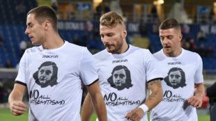 Lulic, Immobile e Milinkovic-Savic calientan con las camisetas de Anna...
