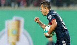 Thiago celebra su gol.