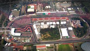 Vista aérea del Autódromo Hermanos Rodríguez en el que se...