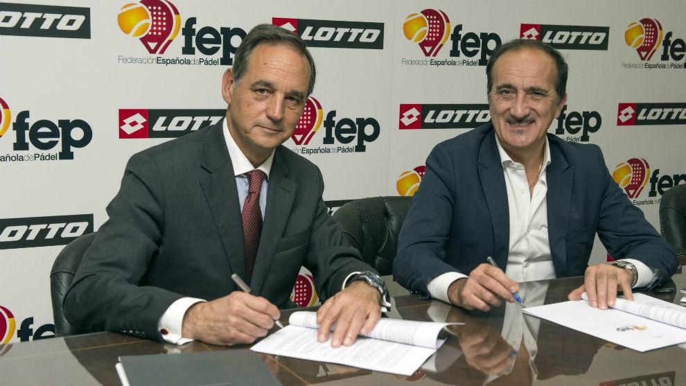 Alfredo Garbisu y Andrea Tomat en la firma del acuerdo en Madrid.