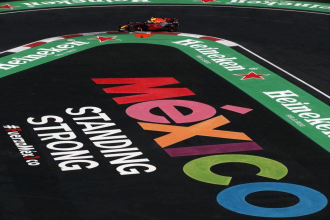 Verstappen, a los mandos de su Red Bull en México