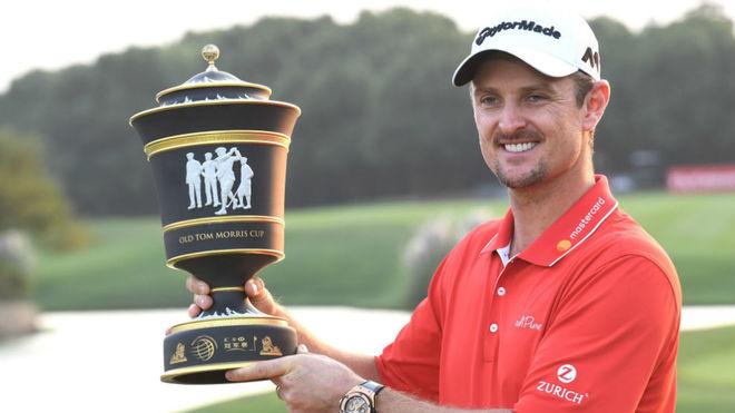 Justin Rose, con el trofeo de campeón.