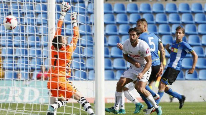 Samuel anota el gol de la victoria del Hércules.