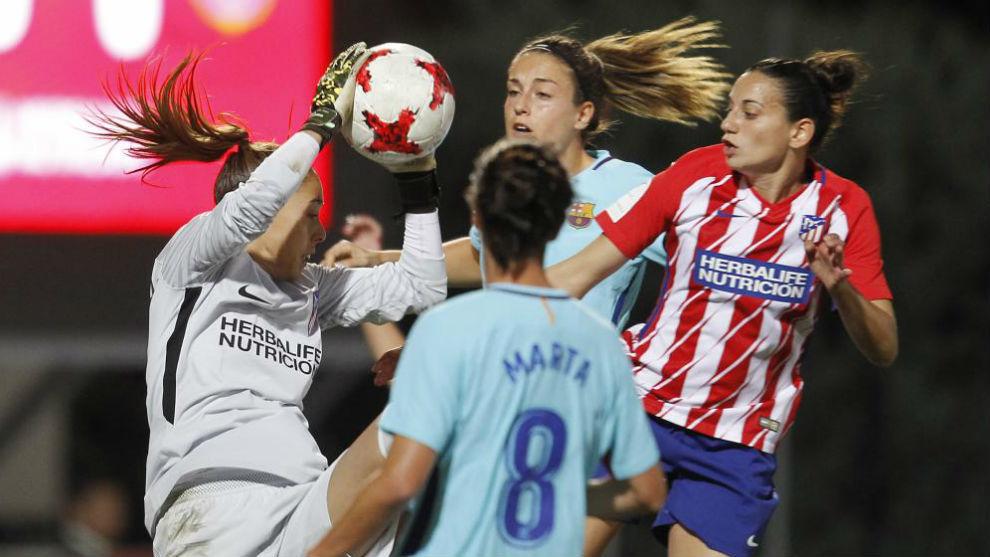 Lance del partido entre Atlético de Madrid y Barcelona en...