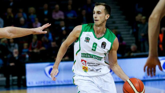 Alex Hernández, en un encuentro de la Liga de Lituania.
