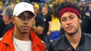 Neymar y Hamilton, juntos en un partido de baloncesto