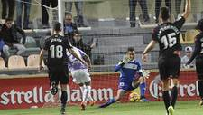 Edgar Badia evita que Iban Salvador abriese el marcador en Reus