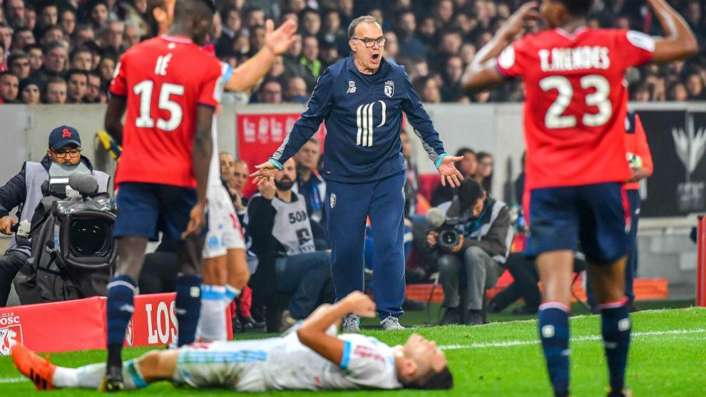 Bielsa protesta un lance del juego ante el Marsella.