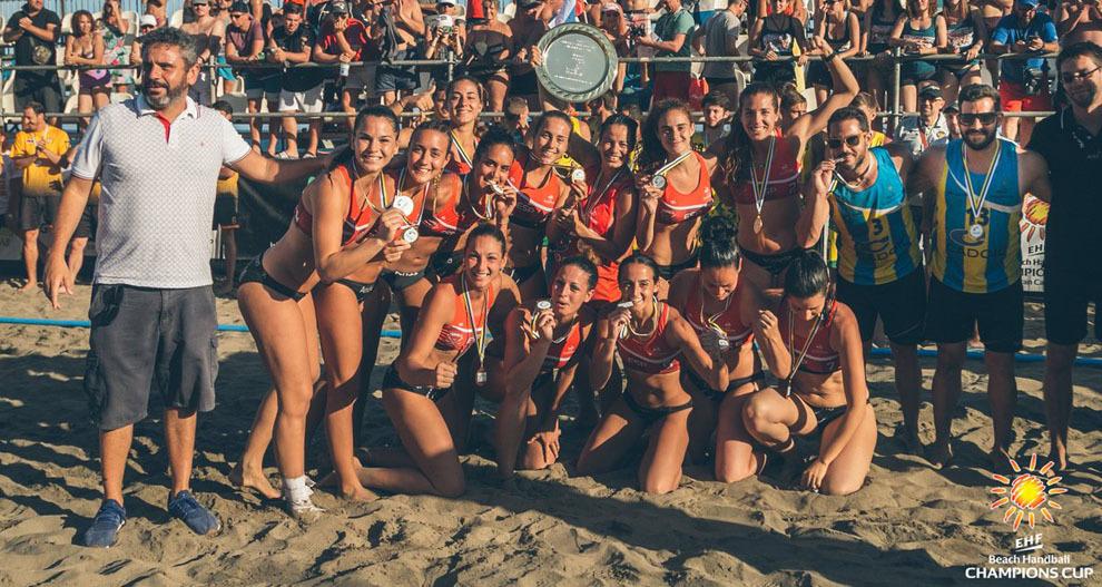 La plantilla del Playa Algeciras celebrando el título de la...