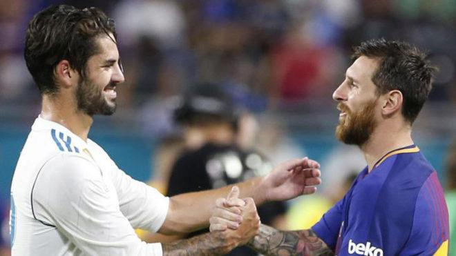 Isco y Messi se saludan en el Clásico de Miami.