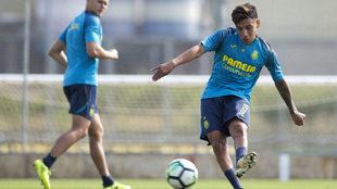 Leo Su�rez en un entrenamiento con el Villarreal.