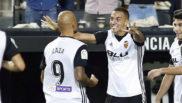 Rodrigo y Zaza celebran un gol de esta temporada con el Valencia.