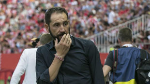 Pablo Mach�n, en un encuentro con el Girona.