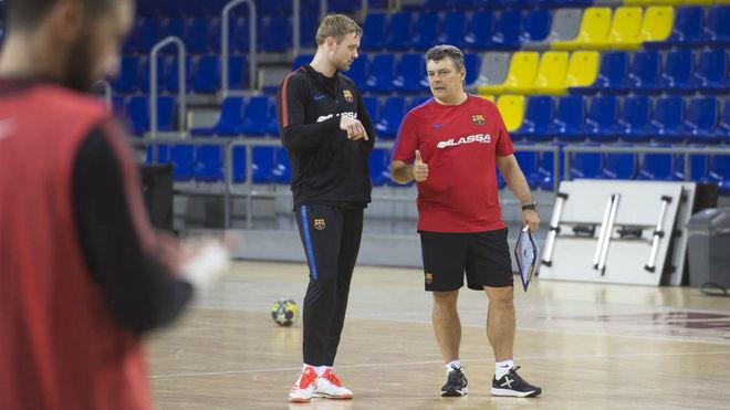 Palmarsson y Xavi Pascual, en el primer entrenamiento del islandés...
