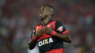 Vinicius celebra un gol con el Flamengo