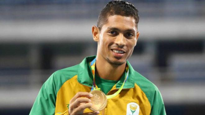 Van Niekerk en el podio de los 400 metros de los Juegos de Río.