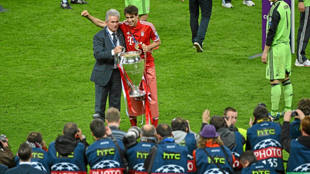 Javi Martínez y Heynckes, con la Champions ganada en Wembley en 2013