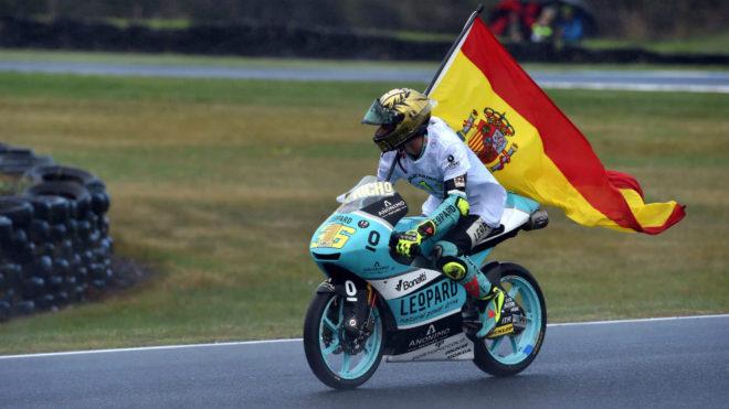 Mir porta la bandera española tras ganar en Phillip Island.