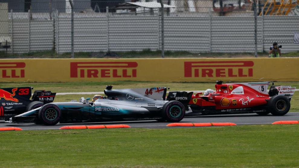 Vettel, antes de embestir a Hamilton en el pasado GP de México.