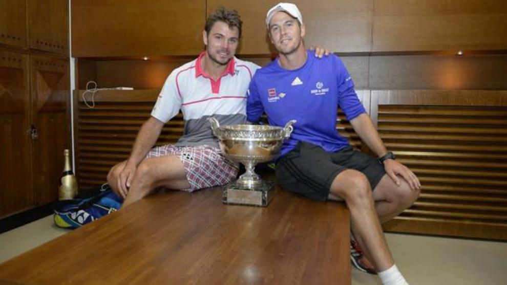 Stan Wawrinka y Magnus Norman, con el trofeo del Roland Garros...
