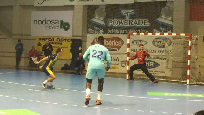 Pérez de Vargas no puede detener un 7 metros del Cangas