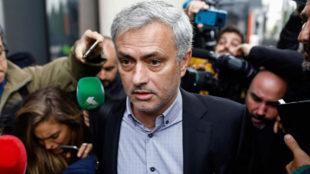 Mourinho (54), tras comparecer en el Juzgado n�mero 4 de Pozuelo