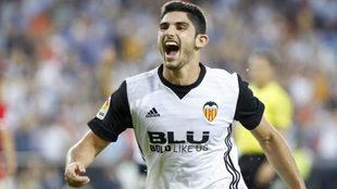 Gonçalo Guedes (20) celebra un gol con el Valencia.