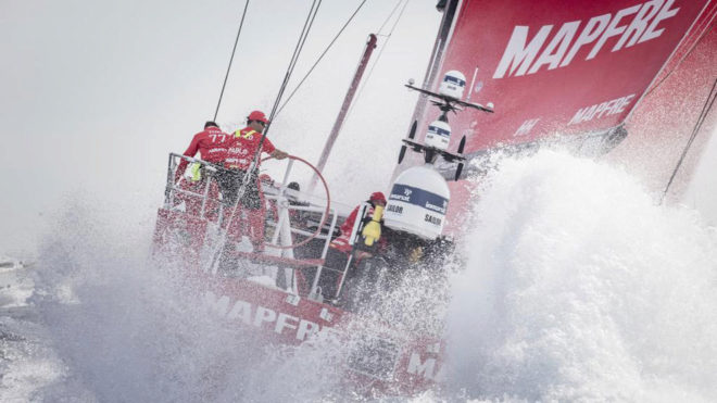 El MAPFRE navegando en la primera etapa de la Volvo Ocean Race...