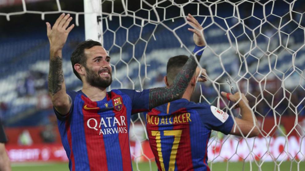 Aleix Vidal celebra la Copa del Rey. 722e9438928